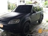 Foto Ford Escape hitam dop 2009