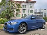 Foto Bmw 3 series 330i b-48 miami blue