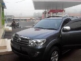 Foto Dijual Toyota Fortuner 2.7 G Lux A/T (2010)