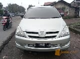 Foto Toyota Innova G manual 2006 green light