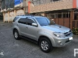 Photo Toyota fortuner V 4x4 automatic 2005 model